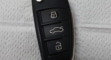 「Audi」「キーバッテリー」「替え方」A3、Q3、A1など